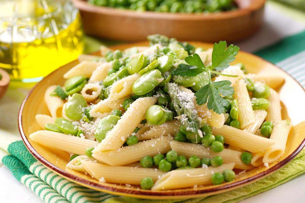 penne rigate, piselli, asparagi, prezzemolo, fave, olio, extravergine, pecorino
