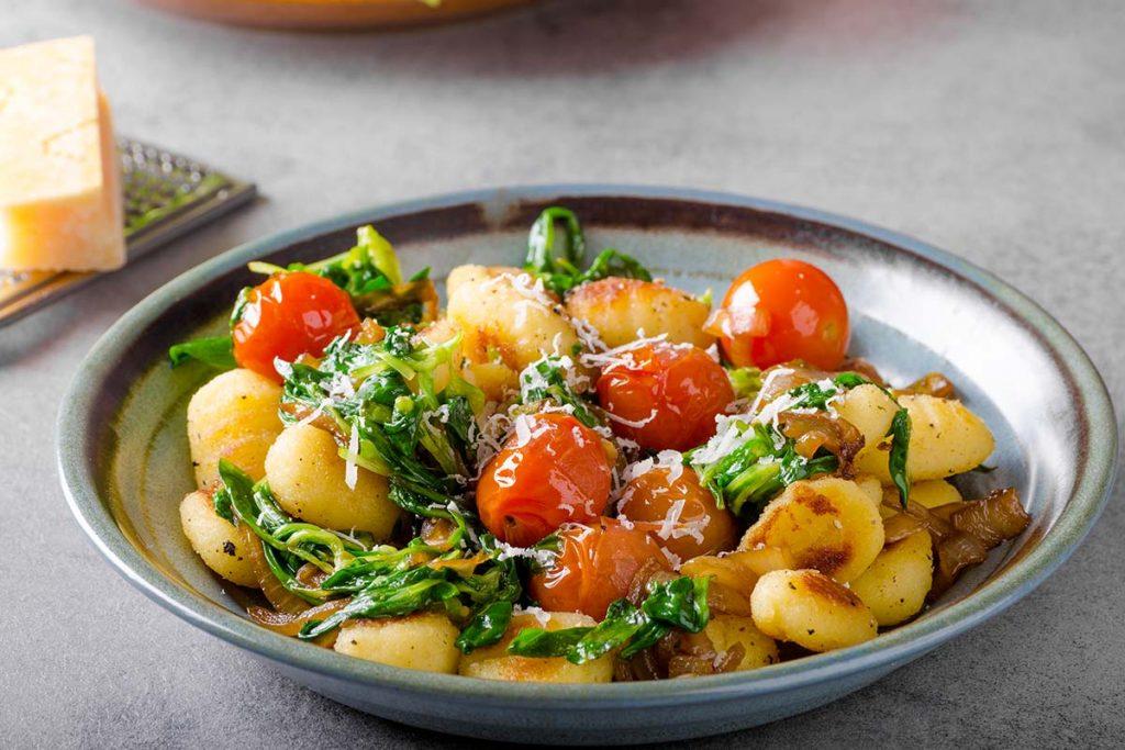 gnocchi, spinaci, pachino, pecorino, olio, extravergine