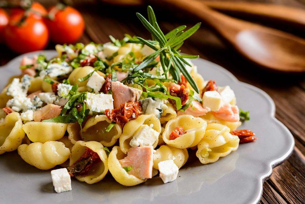 Casa Rustichella Cestini con salmone pomodori semisecchi e Roquefort ricette