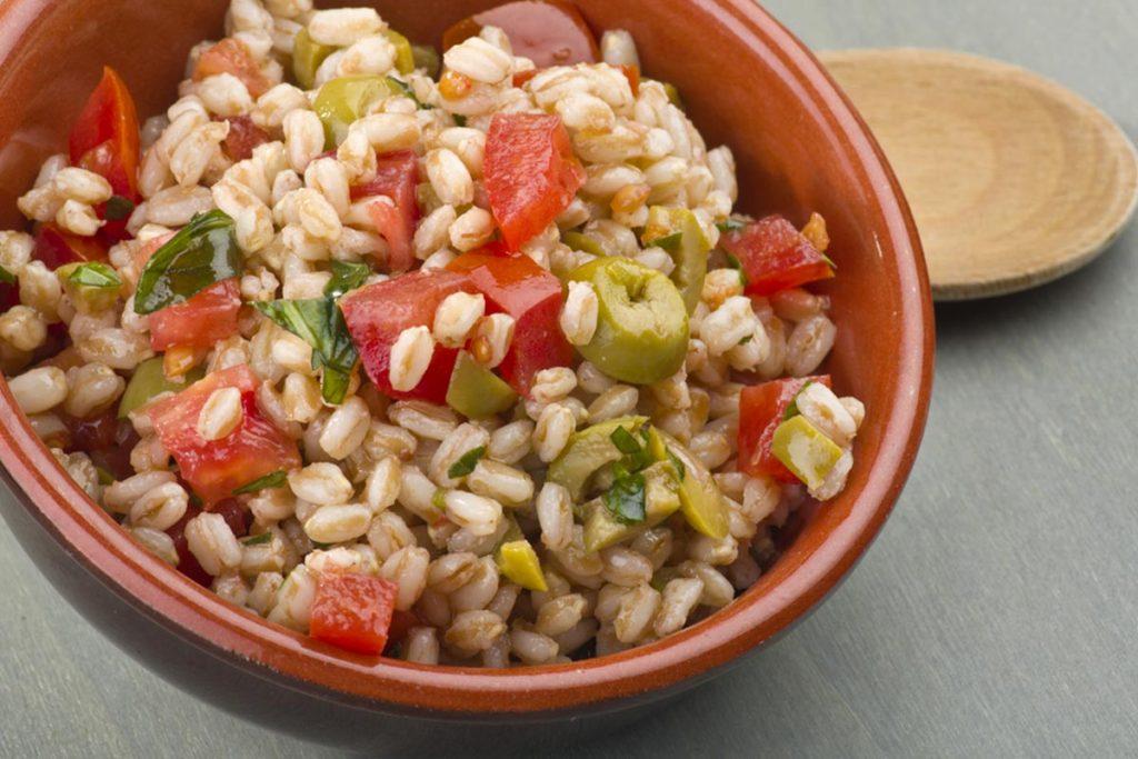 Casa Rustichella insalata di farro con pomodorini e olive verdi ricette