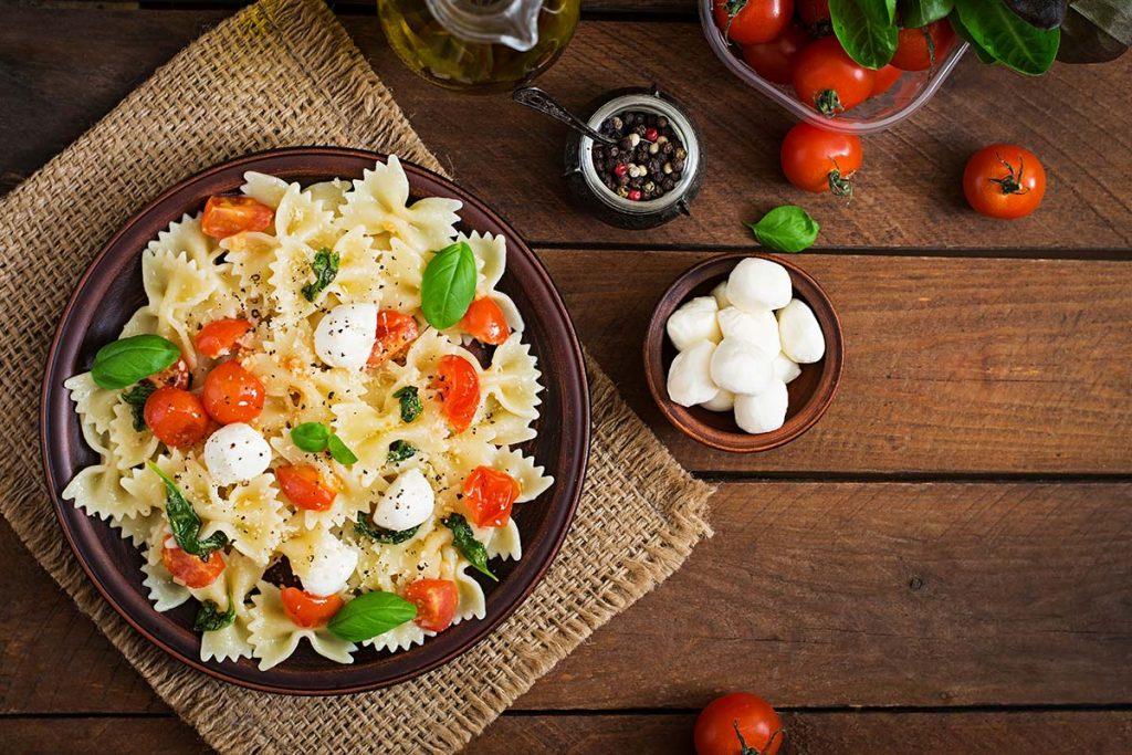 Casa Rustichella Farfalloni con pomodorini mozzarella e basilico ricette