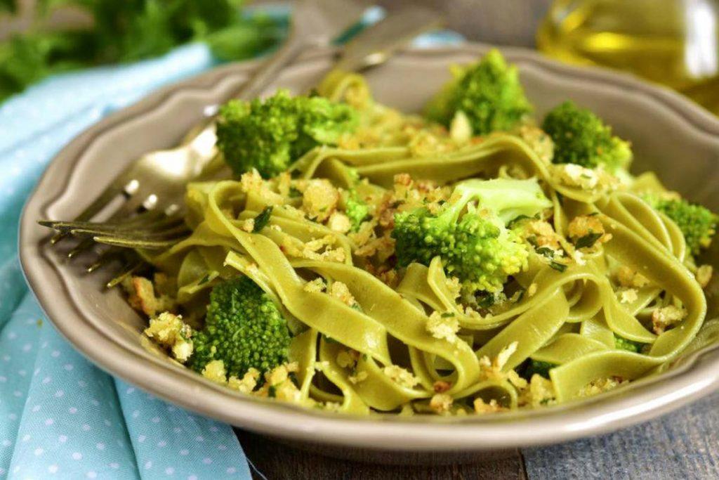 Casa Rustichella Pappardelle verdi con broccoli e briciole di pane tostate all aglio ricette