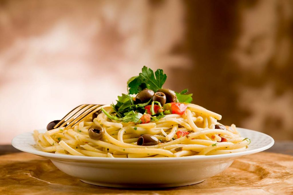 Casa Rustichella bucatini rustichella con olive taggiasche rucola e prezzemolo ricette