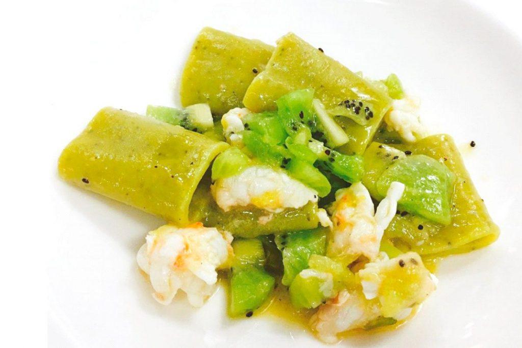 Casa Rustichella A tavola con gli chef Paccheri al Kiwi Rustichella dAbruzzo con scampi kiwi e limone ricette