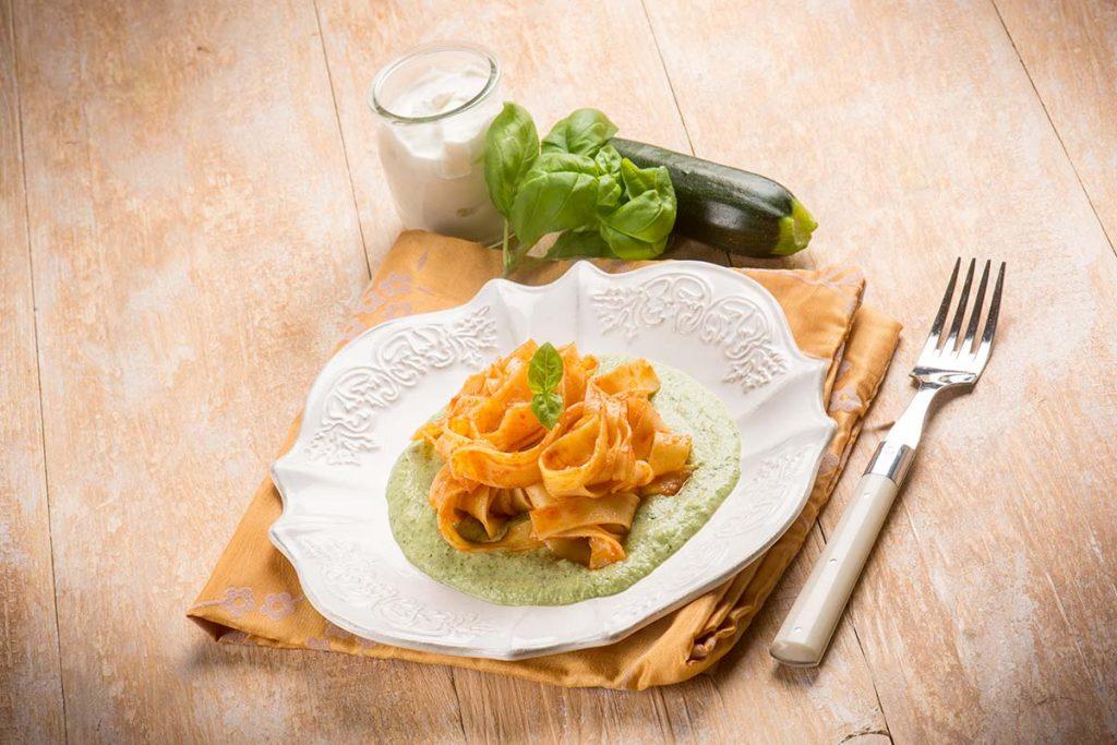 Casa Rustichella Pappardelle al pomodoro Pera dAbruzzo su crema di zucchine e basilico ricette