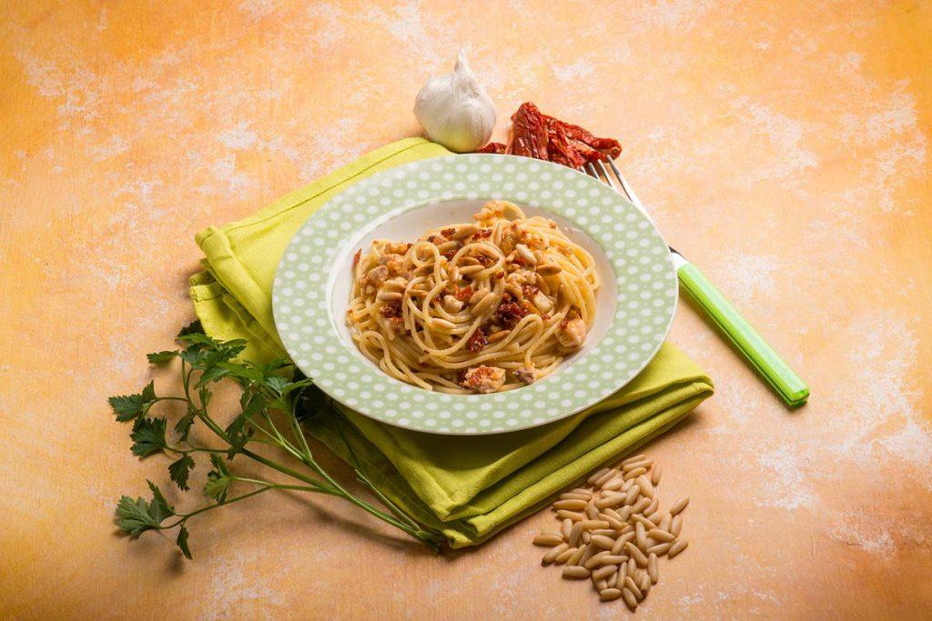 Casa Rustichella Spaghetti con Pesce Spada pomodori Semi secchi e Pinoli ricette