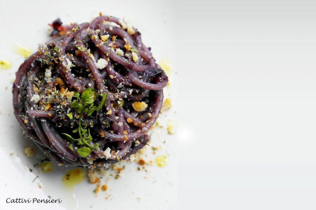 Casa Rustichella spaghettoni primograno cavolo rosso pane origano rustichella dabruzzo ricetta