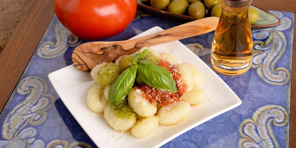 ricetta gnocchi di patate con sugo di pomodoro e basilico