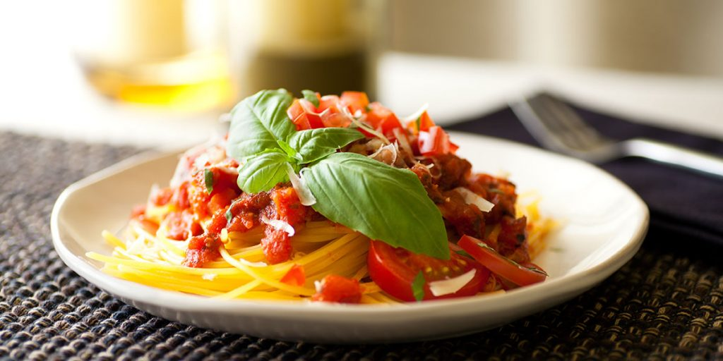 Spaghetti di mais al pomodoro e basilico