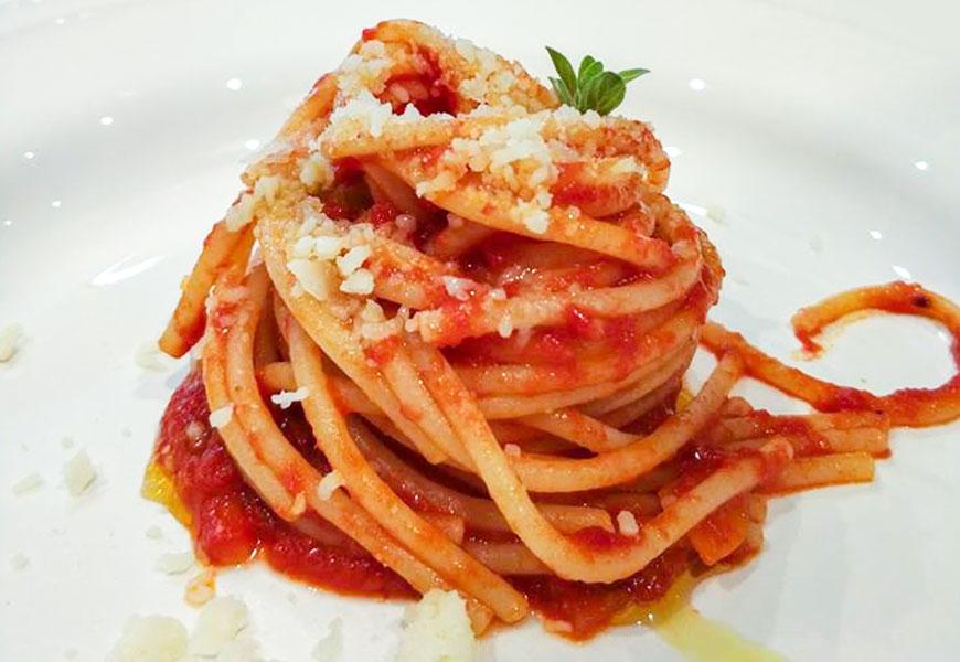 Casa Rustichella Spaghettone primograno con pomodoro a Pera dAbruzzo