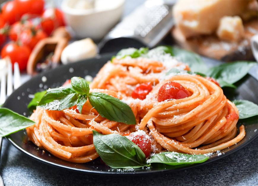 Casa Rustichella chitarrone con pomodoro fresco basilico e grana ricetta