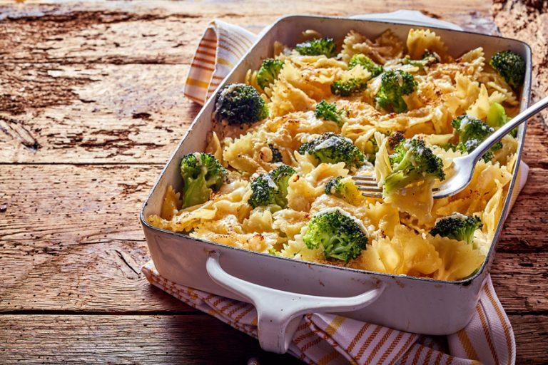Casa Rustichella farfalloni al forno con broccoli e formaggio filante
