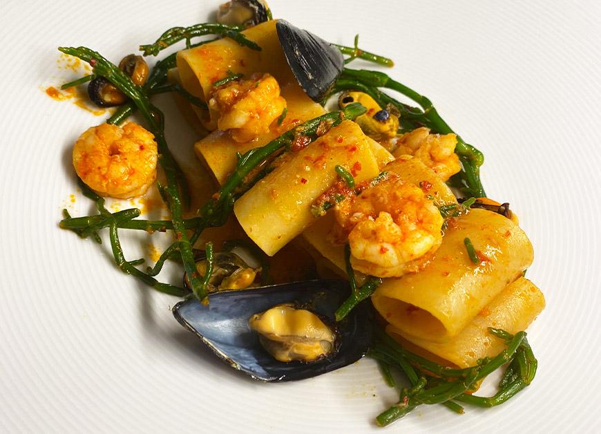 Casa Rustichella paccherini ananas con cozze mazzancolle nduja e salicornia